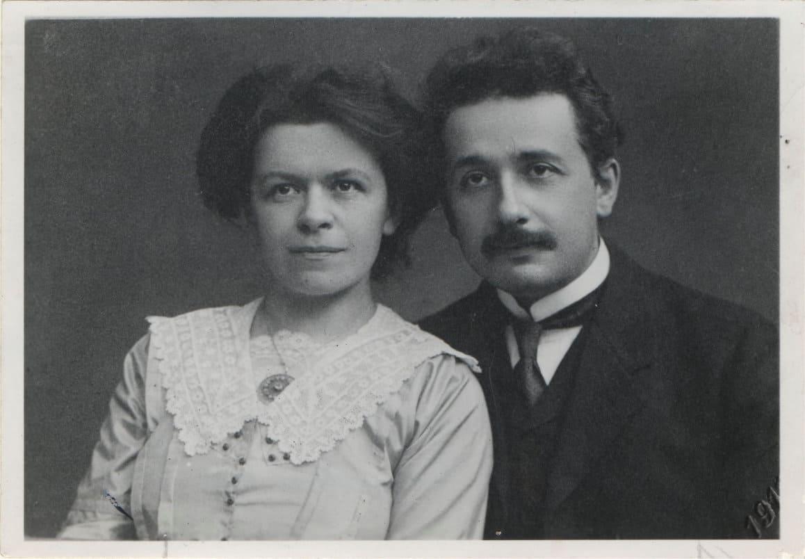 آنيشتاين وزوجته الأولى ليفا ماريج