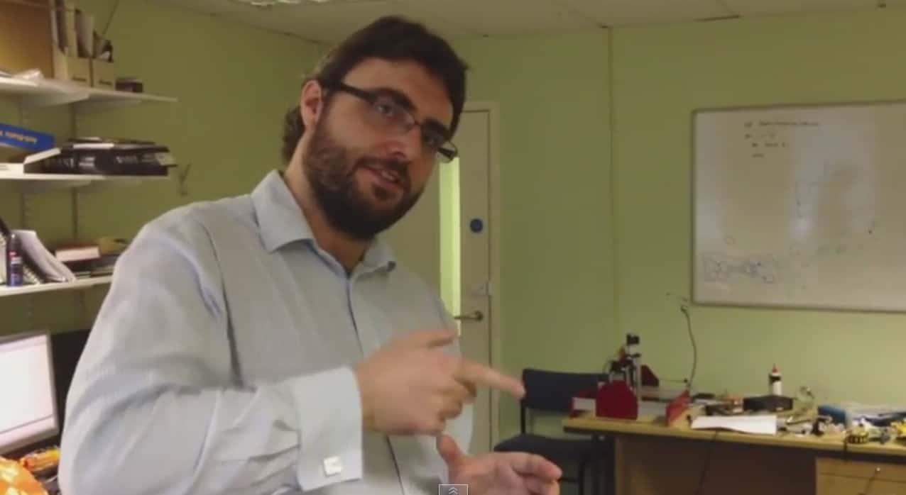 Photo of مقابلة مع د. جون باصتارد في مختبره في جامعة ساوثهامتون